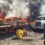Camión con ayuda es quemado en frontera Venezuela-Colombia