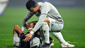 Ronaldo 'noquea' a un compañero de un pelotazo tras enfadarse con el árbitro (VIDEO)