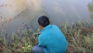 Pescador recoge su red de estanque y se topa cara a cara con aterradora criatura