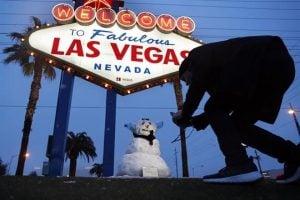 Registra Las Vegas primera nevada en una década