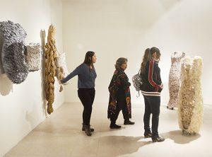 Comparte Medrez su perspectiva con 'Vestidos Invertidos'