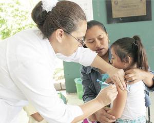 'Barren' casa por casa para vacunar niños