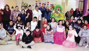 Disfrutan niños de un evento especial