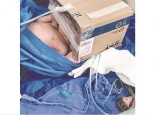 A falta de equipo, médicos optan por la improvisación