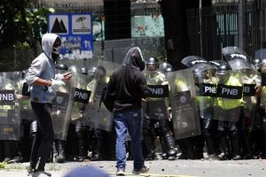 EU planea dar armas a Venezuela.- Rusia