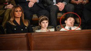 Niño se queda dormido durante discurso de Donald Trump