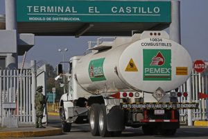 Vinculan a proceso a directivo de Pemex por huachicoleo