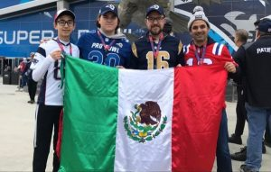 Pidieron a mexicanos tirar la Bandera Nacional a la basura