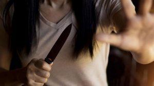 Le pidió el divorcio, ella le enterró un cuchillo en el corazón