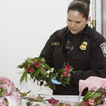 Multas a quien  lleve flores a EU