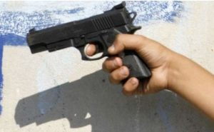 Descubren a niño con arma cargada en primaria de Matamoros