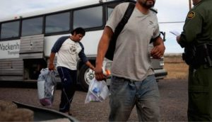 Trasladan a Matamoros 80 migrantes centroamericanos