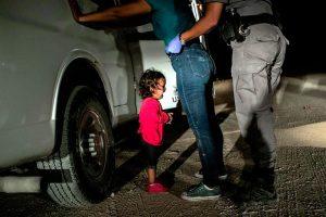 Foto de niña migrante, nominada al WPP
