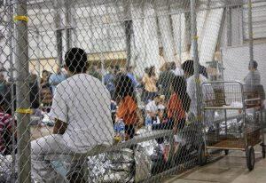 Llegan 87 niños con los migrantes