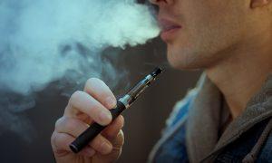 Muere hombre en Texas al estallar su cigarrillo electrónico