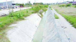 Sin reparación, canal de drenaje
