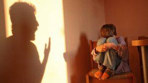 Condenan en España a una madre por darle dos bofetadas a su hijo