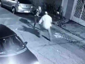 Mujer balea a hombre que intentó asaltarla, todo quedó en video