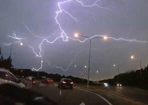 Asombroso video de relámpagos durante tormenta en Australia