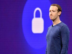 Tras falla masiva, ruedan cabezas de altos ejecutivos en Facebook y WhatsApp