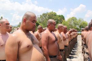 Policías con sobrepeso irán a un campamento para 'destruir barrigas'