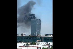 Se registra incendio en torre en Puebla