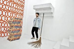 Aloja Casa Equis 'El gran farsante'