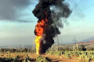 Arde ducto por toma clandestina en Edomex