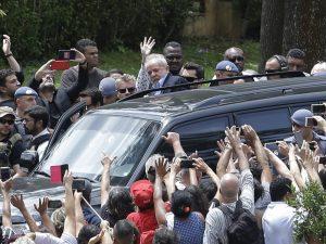 Lula da Silva sale de prisión para asistir al funeral de su nieto