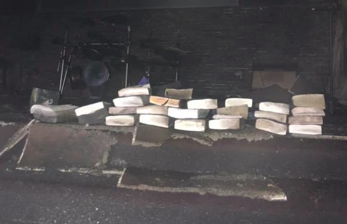 Iglesia arde en llamas... pero biblias y cruces quedan intactas