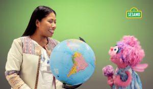 Yalitza Aparicio impulsa a niñas a lograr sus sueños en Plaza Sésamo