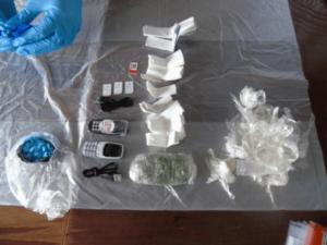 Arrojan ratas muertas llenas de droga y teléfonos en cárcel de Londres