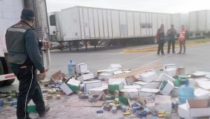 Controlan empleados incendio en caja-tráiler