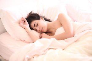 Dormir bien puede retrasar efectos del envejecimiento