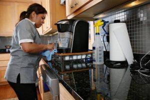 Inicia programa piloto para afiliar a trabajadoras domésticas al IMSS
