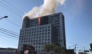 Se registra fuerte incendio en edificio de Conagua en CDMX