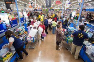 En México se estanca, pero en EU Walmart avanza en atención a empleados
