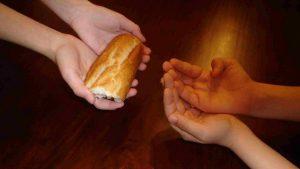 Niña hambrienta pidió pan a un hombre y él la abusó