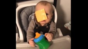 El último e incomprensible reto viral: el 'cheese challenge'
