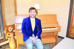 Recibe Sala Bravo donación de piano