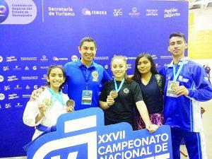 Selección de karate local destaca en Nacional en Guanajuato obteniendo primeros lugares