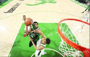 Ponen Celtics alto a Bucks