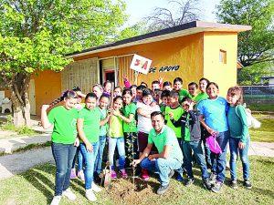 Salen alumnos al rescate del planeta