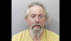 Arrestan a indigente violento
