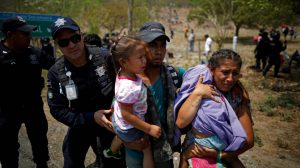 Detienen a casi 400 centroamericanos