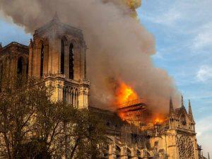 Admiten obreros que fumaron en Notre Dame