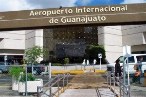 Roba comando 20 mdp en Aeropuerto de Guanajuato