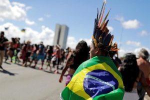 Protestan y marchan indígenas en Brasil