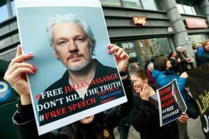 Denuncia Assange espionaje de Ecuador