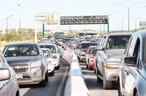 Reduce un tercio de carriles de carga y pasajeros por puentes de Laredo